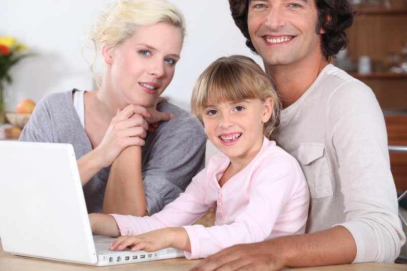 -parents-teaching-their-child-computer-skills